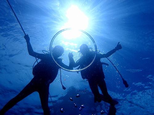 透明度の良い海でのダイビング